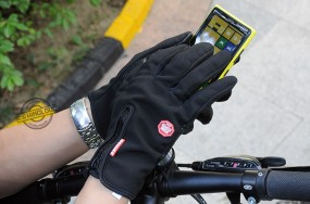 gloves - touchscreen compatible